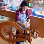 ウール作品の展示即売と手紡ぎ実演