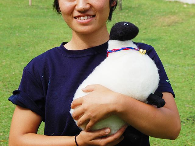 大きな羊のマスコット人形