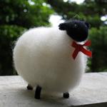 サフォーク羊のマスコット人形